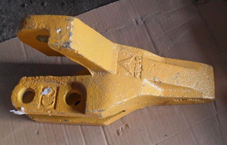 Зуб ковша левый 4043000179, 29170036961 погрузчика SDLG LG933, LG936