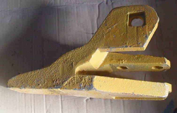 Зуб ковша правый 4043000180, 29170036981 погрузчика SDLG LG933, LG936